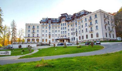 Oferta pentru Paste si 1 Mai 2019 Hotel Palace 4* - Demipensiune