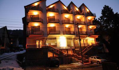 Oferta pentru Munte 2018 Hotel Marea Neagra 3* - Mic Dejun