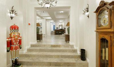 Oferta pentru Munte 2021 Hotel Excelsior Boutique Sinaia 3* - Mic Dejun/Mic Dejun + Fisa Cont